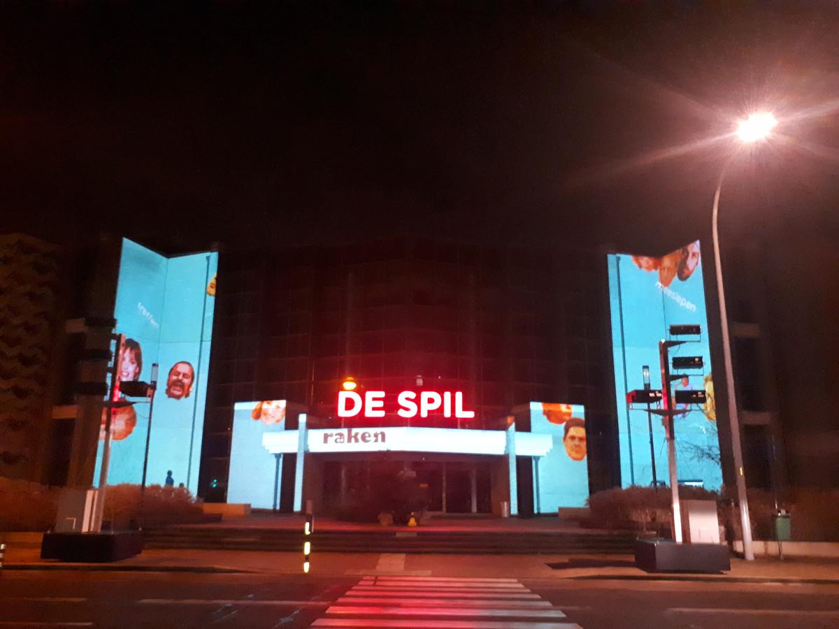 Nog tot eind deze maand kan je een avondlijke lichtprojectie bewonderen op de gevel van CC De Spil.