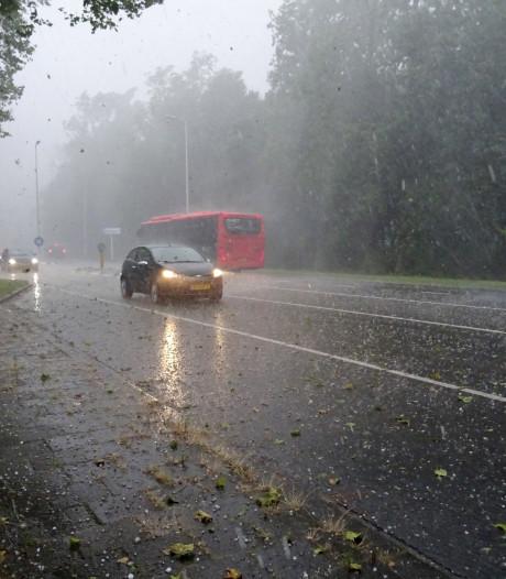 Wateroverlast na noodweer met hagelstenen als poffertjes in westen en zuiden