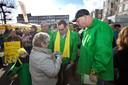 Groep de Mos op campagne in Loosduinen, de Haagse wijk waar hij veel stemmen trok.