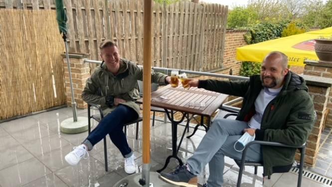 Davy en Pieter eerste klanten van eet- en praatcafé Quattro