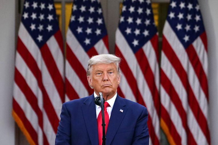 Doanld Trump in de tuin van het Witte Huis tijdens de persconferentie over het coronavirus.  Beeld AFP
