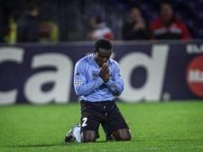 Feyenoordfans overhandigen cheque aan oud-speler Gyan