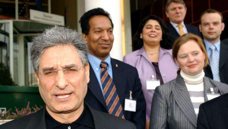 Pinto (linksvoor) tijdens zijn presentatie als lid van Leefbaar Nederland in 2003 Beeld Persbureaufotograaf