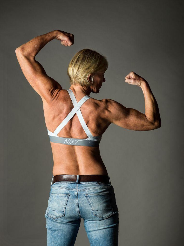 Daniëlla Somers: 'Ik wil mijn spieren kunnen zien. Mijn sixpack, mijn biceps... Zeker mijn buik heb ik graag zo strak mogelijk. Op dat vlak ben ik enorm ijdel: hoe meer spieren, hoe liever.' Beeld Johan Jacobs.
