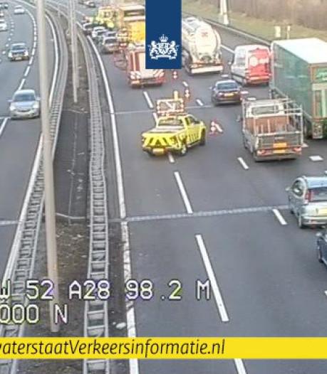 Lange file door ongeluk op A28 bij Zwolle
