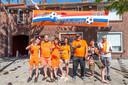 Bergen op Zoom, Moreno Molenaar/Pix4Profs  Famillie de Koning (links) en famillie van Mechelen (rechts) voor het versierde EK Holland huis
