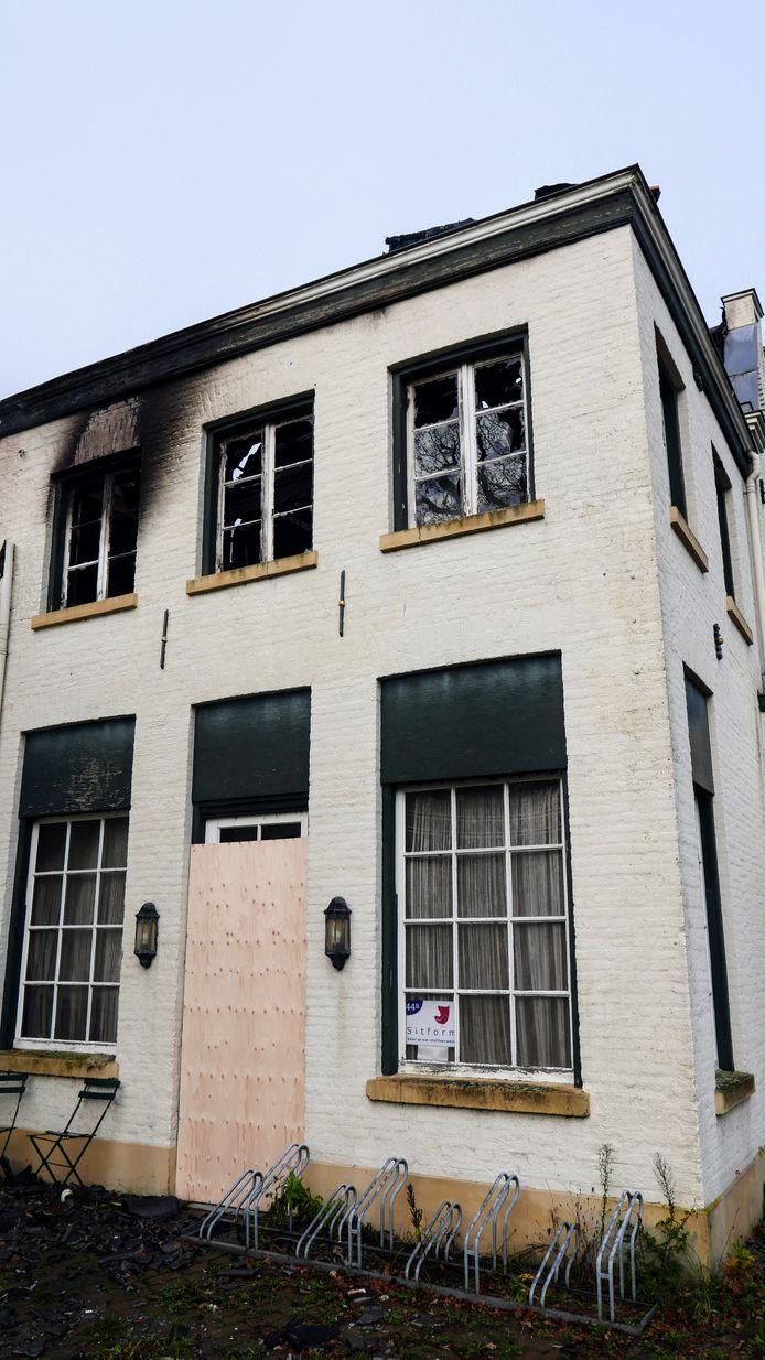 Beelden van het uitgebrande complex aan de Eindhovenseweg in Boxtel, ooit gebouwd als stoomwasserij.
