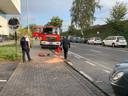 De brandweer kwam ter plaatse om de gelekte olie op te ruimen.