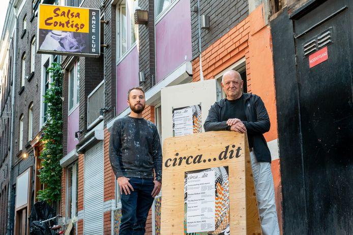 Ruud Bruinen (rechts) van Circa…dit en Joost Hoebe van MESTLAB31 houden kunstexposities in het voormalige Salsa Contigo-pand aan de Varkensstraat.