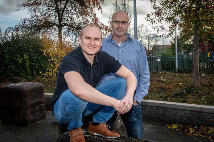Docenten Marcel Janse (met bril) en Wouter Versluijs organiseren een bijeenkomst in Middelburg op Internationale Mannendag.