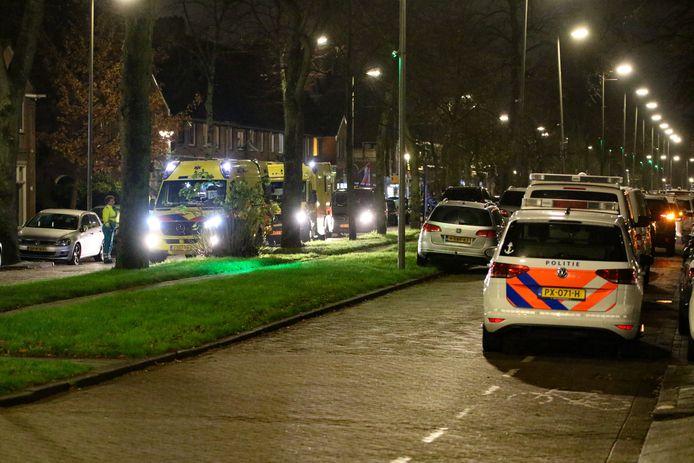 Na de melding van de overval spoedden politie en ambulances zich vorig jaar november naar de plek des onheils.
