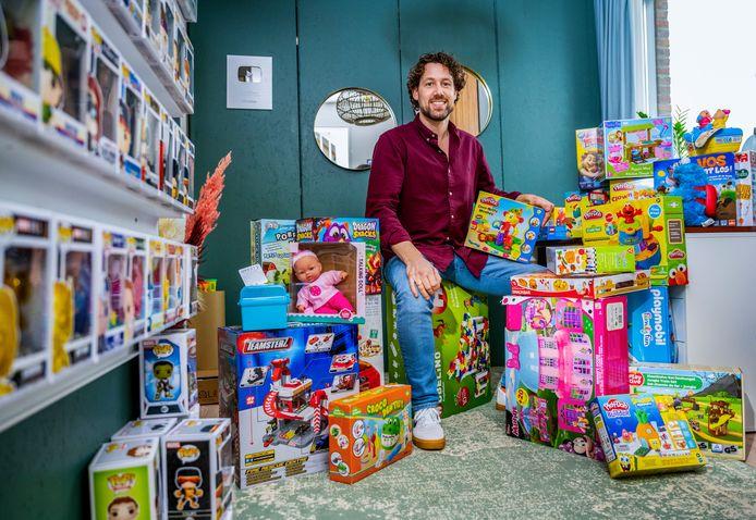 Mark Buissink heeft zó veel speelgoed, dat hij het weg geeft. Foto: Frank de Roo