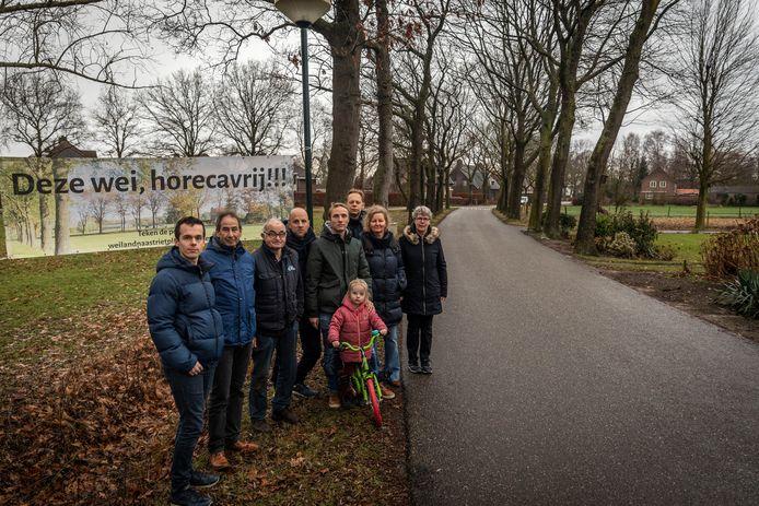 Bewoners in de buurt van de Beekstraat in Nuenen protesteerden begin 2020 tegen de komst van een bed and breakfast in de wijk. Er is een spandoek opgehangen.