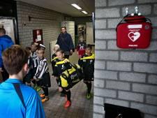 Meeste voetbalclubs beschikken over AED, maar aanschaf alleen is niet genoeg