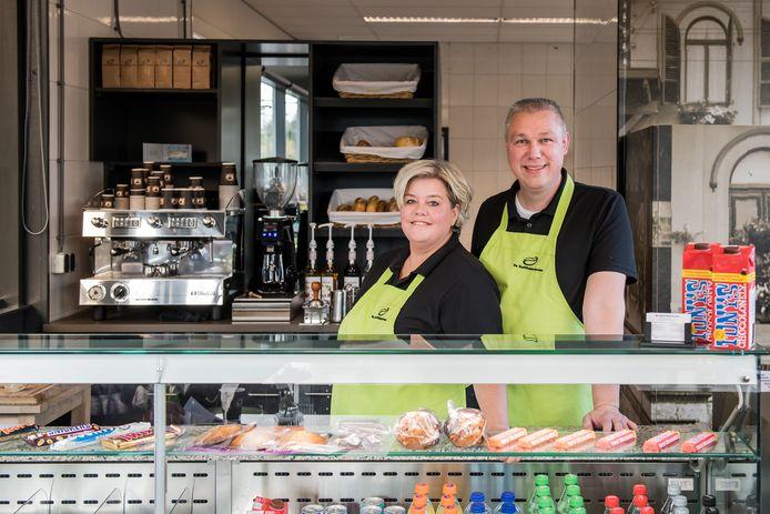 Irene en John Pigge bestieren De Koffiekaravaan en helpen mensen met een afstand tot de arbeidsmarkt aan werk.
