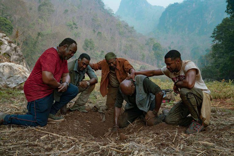 Vanaf links: Isiah Whitlock Jr., Norm Lewis, Clarke Peters, Delroy Lindo en Jonathan Majors in 'Da 5 Bloods'.  Beeld AP