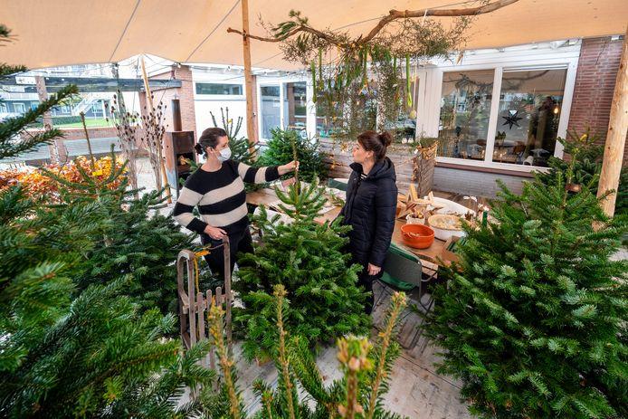 In november begon Beide Zussen al met de verkoop van kerstbomen omdat het restaurant was gesloten. Foto: Gerard Burgers.