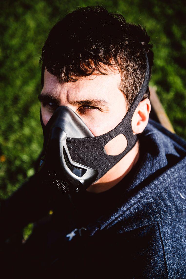 Onze journalist met een hypoxisch masker. Beeld Francis Vanhee
