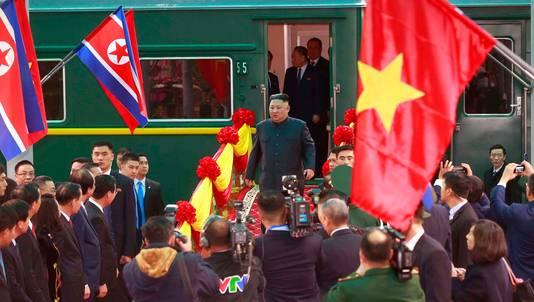 Venant de Chine, Kim Jong Un a débarqué de son fameux train blindé vert olive en gare de Dong Dang, localité vietnamienne frontalière d'ordinaire tranquille, après une odyssée ferroviaire de 4.000 kilomètres.
