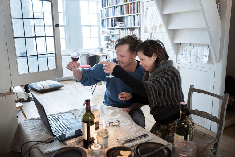 Rikko Voorberg experimenteert met nieuwe vormen van theatrale hermeneutiek via onlinediensten van Rikko's PopUpKerk in Amsterdam. Beeld Bram Petraeus