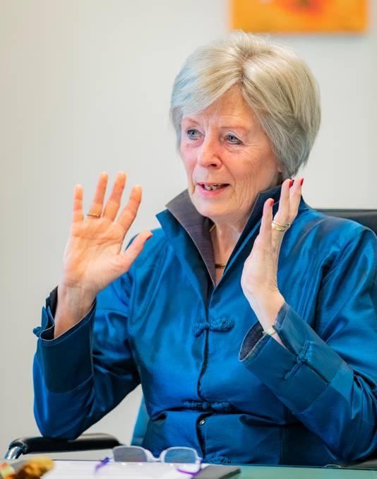 De inmiddels vertrokken, waarnemend burgemeester Petra van Wingerden is geen voorstander van een vuurwerkverbod in de gemeente Apeldoorn.