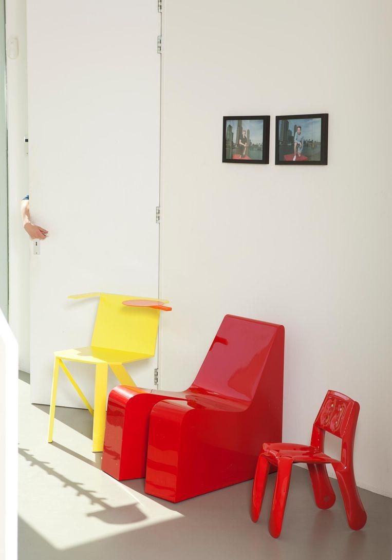 Scrap Chair (Jerszy Seymour), Sexy Relaxy Chair (Hutten), Chippensteel Chair (Oscar Zieta) Beeld Jaap Scheeren