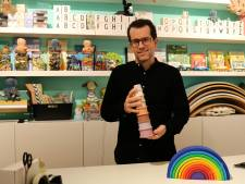Jasper verkoopt speelgoed waar je blij van wordt: 'Het is een ratjetoe van vrolijke spullen'