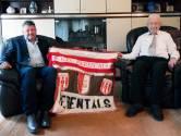 """Jan Adriaensen zet jarige Staf Ulens (99) in de bloemetjes: """"Als jeugdcoördinator bij KFC Herentals was het een eer om met hem samen te werken"""""""