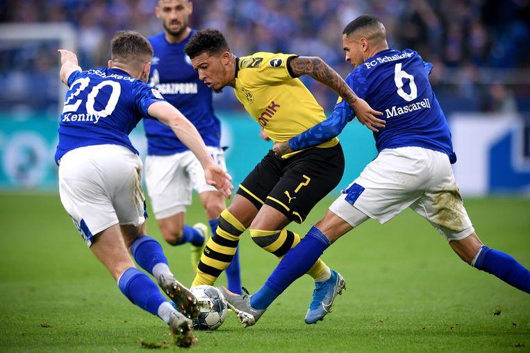 Als het van de clubbesturen afhangt, trappen Borussia Dortmund en Schalke 04 de Bundesliga begin mei weer op gang. Beeld EPA