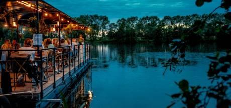 J'ai testé l'un des restos les plus insolites et romantiques de Belgique: Dinner on the Lake