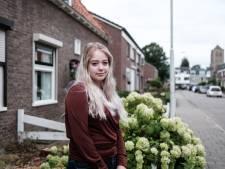 Gemist? 19-jarige wees krijgt thuis dankzij lezer & wéér een parachutist neergestort