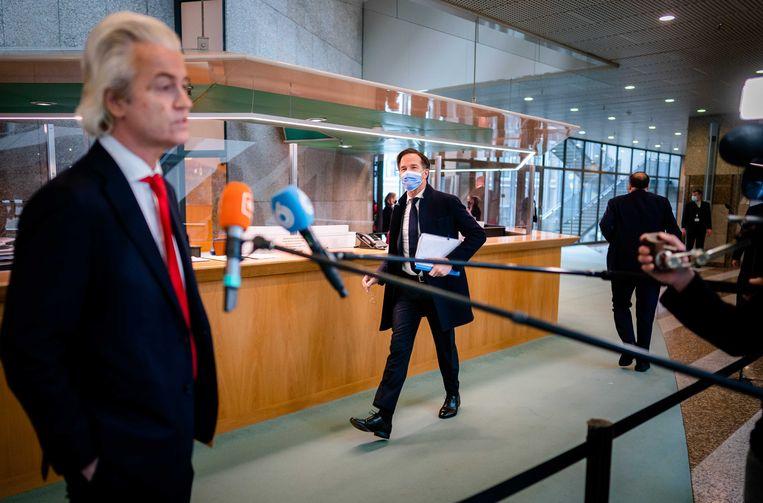 PVV-kamerlid Geert Wilders en Premier Mark Rutte voorafgaand aan een debat in de Tweede Kamer over de rellen.  Beeld ANP