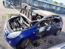 Auto in brand gestoken bij metrostation Spijkenisse