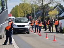 Belgische douane voert actie aan de grens in Wuustwezel, verkeer vanuit Nederland in de file