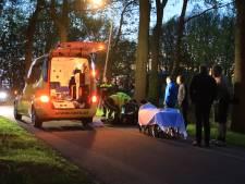 Vrouw aangereden op landweg in Hoogland