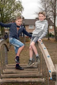 Julian en Michiel trotseren kou in strijd tegen kanker: Tot kerst in korte broek