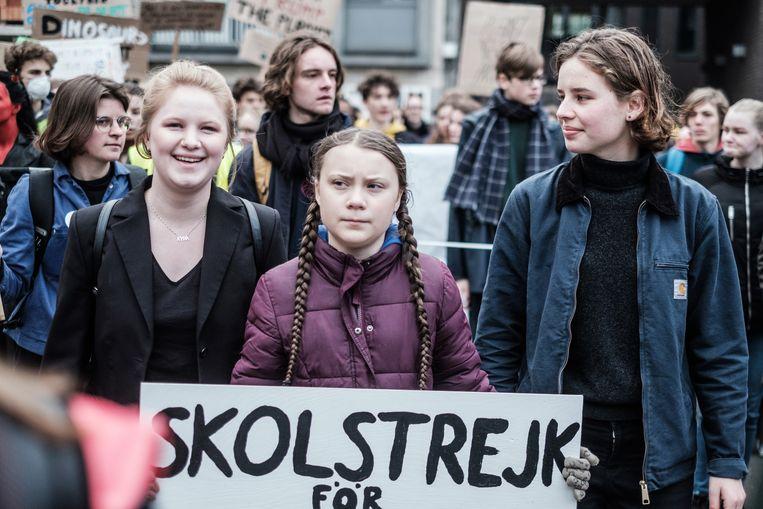 Klimaatactivisten Kyra Gantois,  Greta Thunberg en Anuna De Wever. Beeld Bob Van Mol