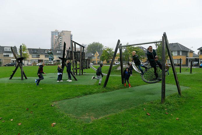 Buurtkinderen kunnen gewoon blijven spelen op het veld tussen Welhorst en Polre.