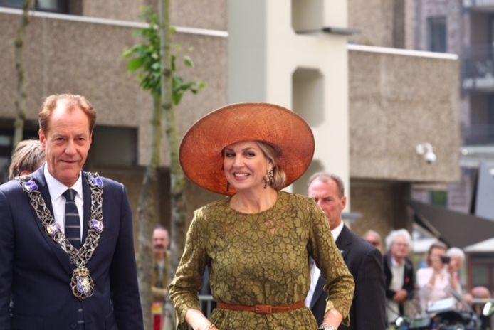 Koningin Máxima en burgemeester Rob van Gijzel op Strijp-S voor de opening van de Singularity University in Eindhoven.