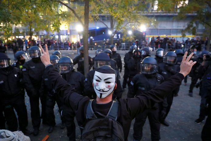 De stoet met demonstranten tegen coronaregels, de 'querdenker', werd ook door de politie enkele keren tegengehouden.