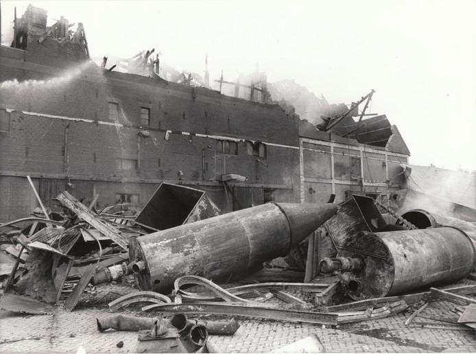 In augustus 1977 verwoestte een grote brand in Aarle-Rixtel Graanhandel Van Hoek. Het vuur laaide dagen later nog eens op.