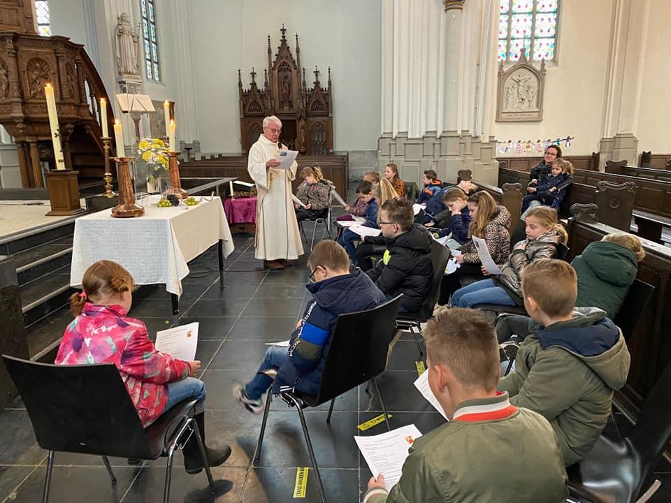Bij de parochie Heilige Augustinus (Vlijmen, Nieuwkuijk, Haarsteeg) stellen ze de communie uit tot september. Met Pasen kregen de communicantjes nog even een extra opfris-sessie.