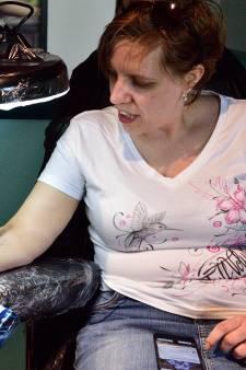 Tattoos zetten voor een prikkie is geslaagde openingsactie