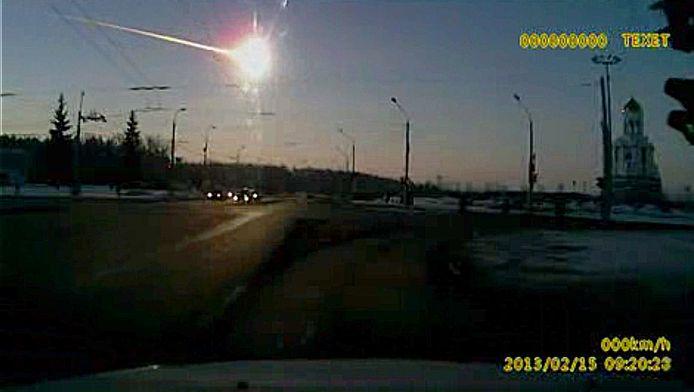 De impact van de meteoor werd geregistreerd door een autobestuurder met camera op het dashboard.