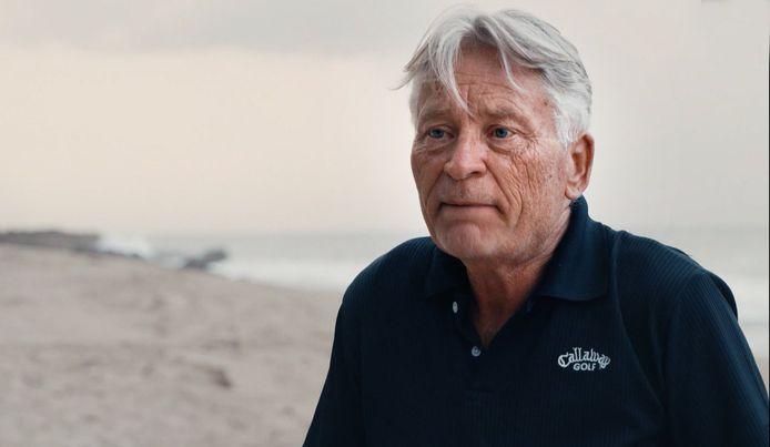 Het leven van Rudi Dekkers neemt een bizarre wending als blijkt dat studenten van zijn vliegschool in Florida verantwoordelijk zijn voor de aanslagen van 11 september 2001.