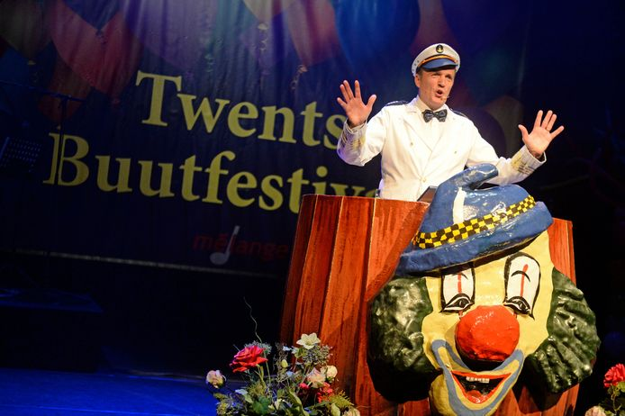 Het Twents Buutfestival trekt jaarlijks veel publiek naar Stadstheater De Bond.