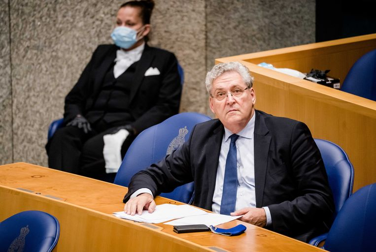 2Henk Krol (Fractie Krol) tijdens een stemming over de coronawet. De Tweede Kamer stemt over het wetsvoorstel van minister De Jonge. Beeld ANP