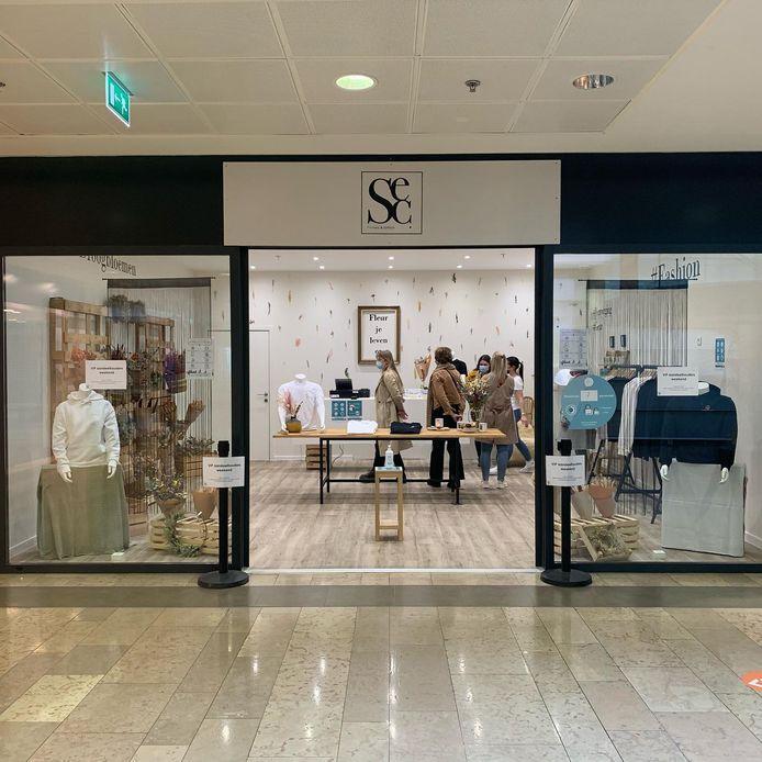 Een blik op hun tijdelijke winkel in het Ring Shopping