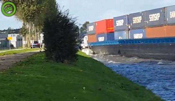 Een containerschip plette in september vorig jaar een jachtje op het Amsterdam-Rijnkanaal bij Breukelen. De schipper wordt nu vervolgd voor 'nalatigheid'.