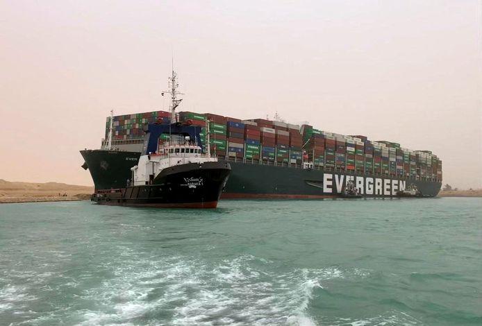 Le navire taïwanais, long de 400 mètres et large de 59 mètres, bloque le trafic maritime dans le canal de Suez.